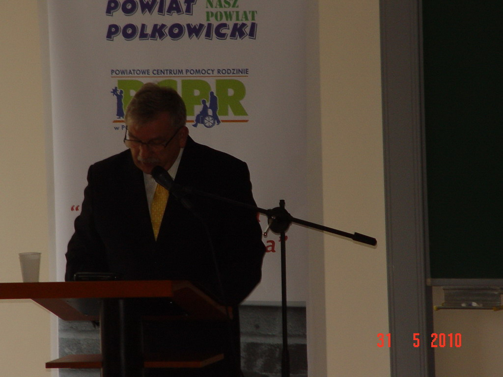 Starosta Marek Tramś przemawiający do zgromadzonych gości