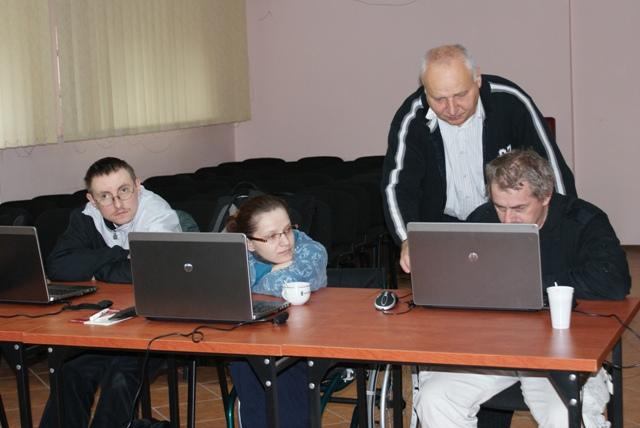 Zajęcia praktyczne na kursie komputerowym - poziom rozszerzony.