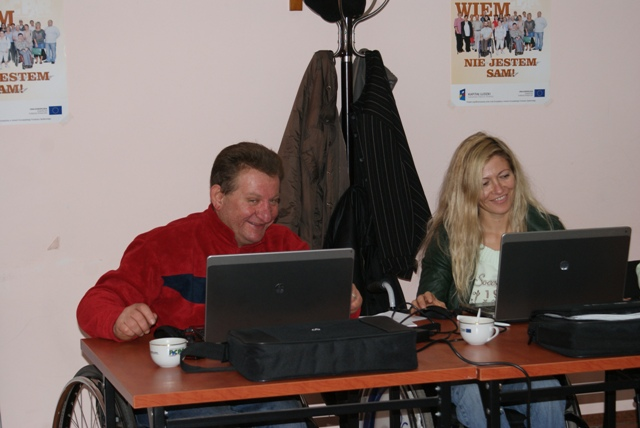 ćwiczenia wykonywane na komputerach podczas kursu.
