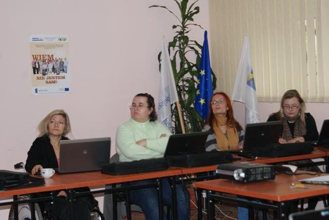 Uczestnicy Projektu podczas kursu komputerowgo na poziomie rozszerzonym.