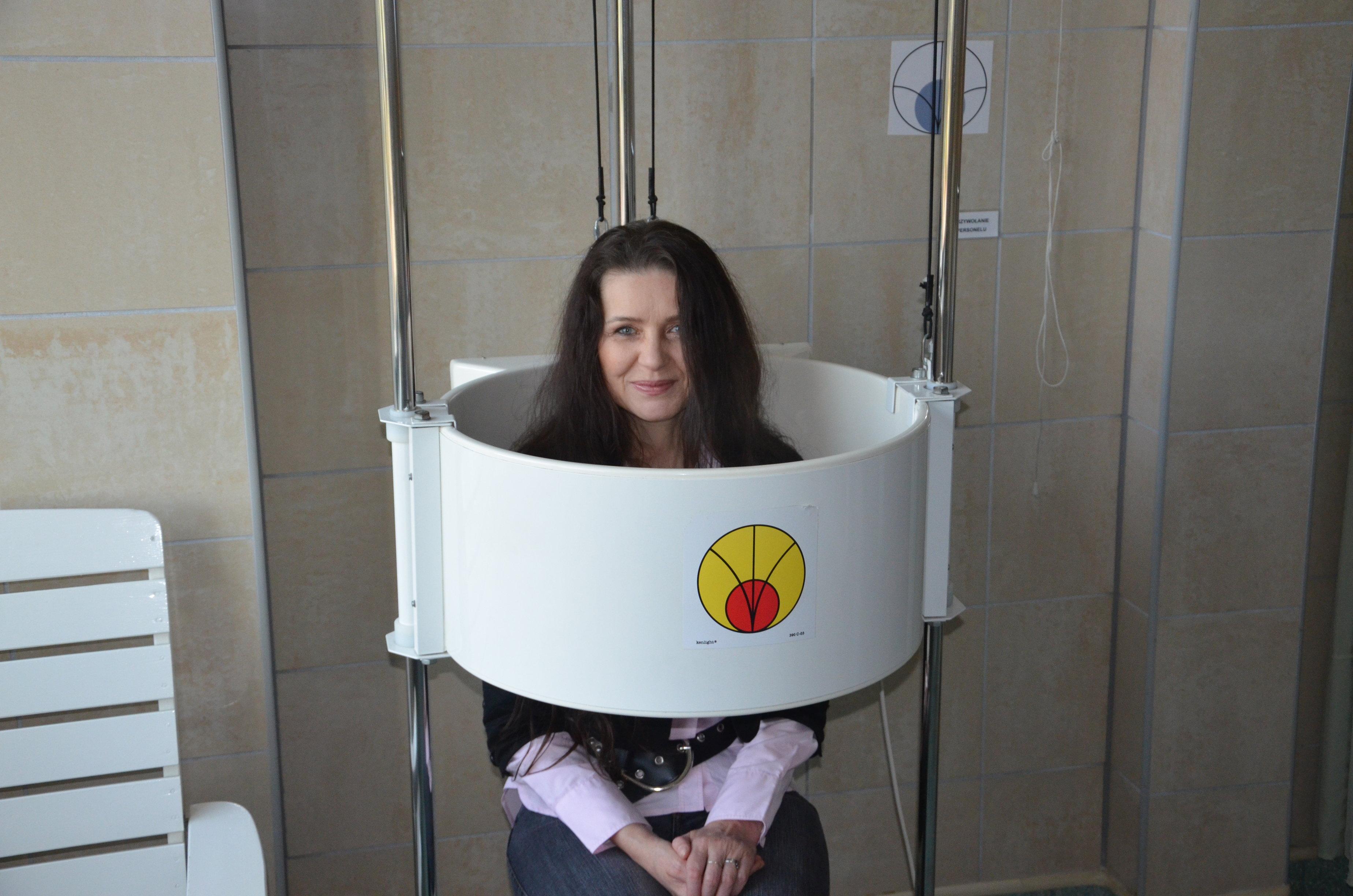 Uczestniczka Projektu podczas zabiegu rehabilitacyjnego.